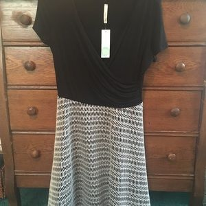 Gilli Dresses - NWT faux wrap top dress with flare skirt